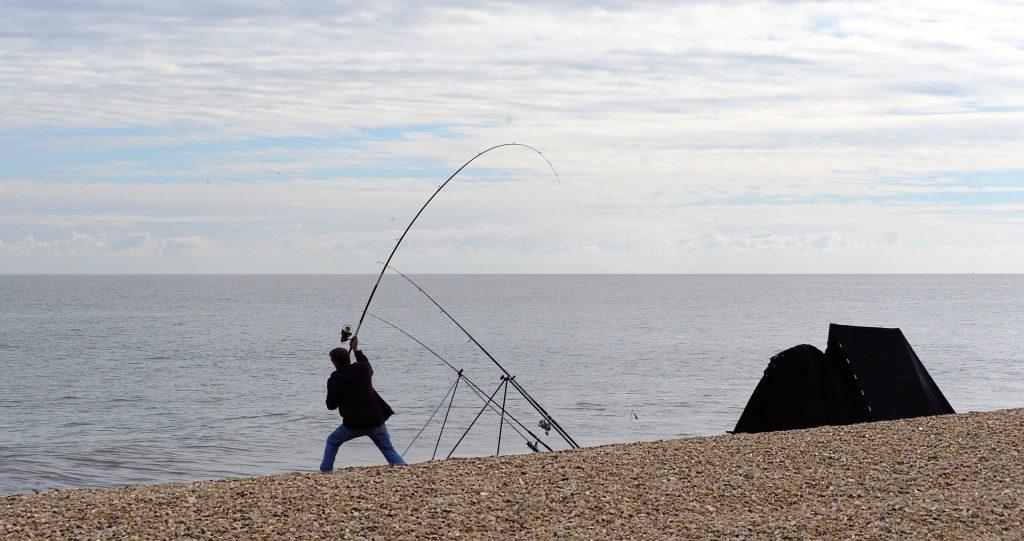pescador orilla surfcasting