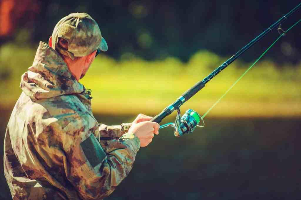 Pescador con caña de pesca